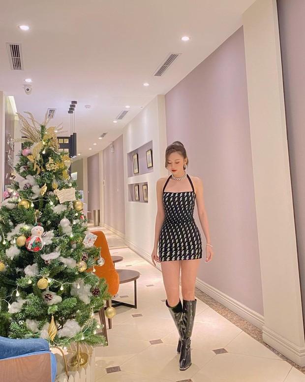 Bảo Anh mặc cúp ngực nóng bỏng, rực rỡ nhất nhì sao Việt dịp Giáng sinh ảnh 7
