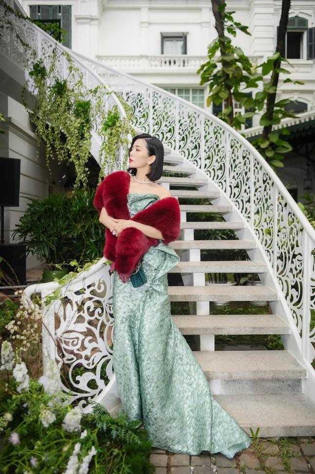 Bảo Anh mặc cúp ngực nóng bỏng, rực rỡ nhất nhì sao Việt dịp Giáng sinh ảnh 6