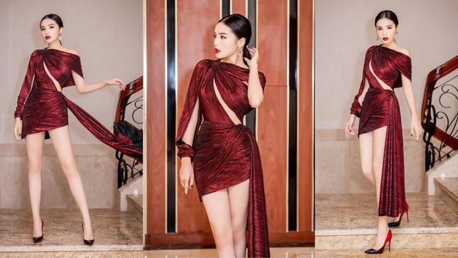 Bảo Anh mặc cúp ngực nóng bỏng, rực rỡ nhất nhì sao Việt dịp Giáng sinh ảnh 1