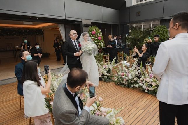 Hôn lễ đặc biệt của á hậu Hồng Kông thời COVID-19 ảnh 2