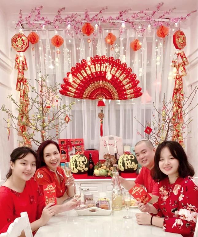 Thiều Bảo Trâm bên gia đình đón Tết, Minh Vương có giao thừa đặc biệt trong khu cách ly ảnh 5