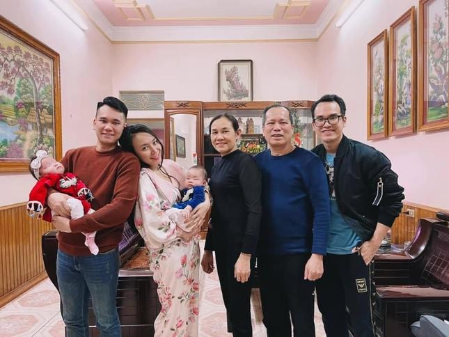Thiều Bảo Trâm bên gia đình đón Tết, Minh Vương có giao thừa đặc biệt trong khu cách ly ảnh 6