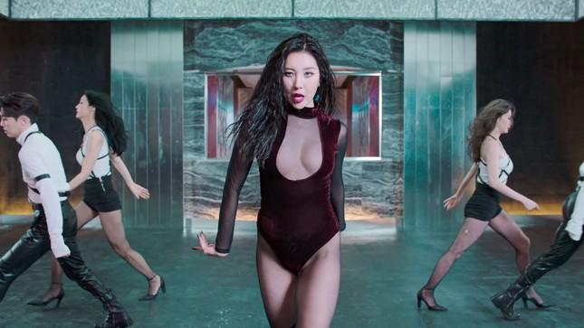 Vũ đạo gợi dục gây tranh cãi của nữ idol đình đám xứ Hàn ảnh 3
