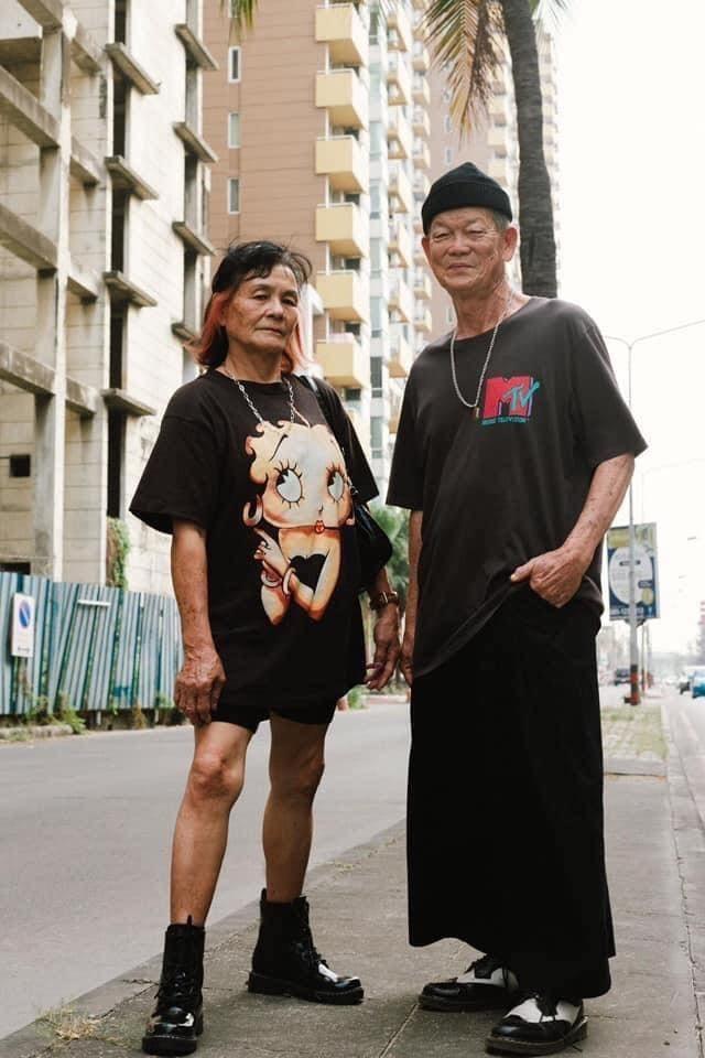 Cặp đôi U70 gây 'sốt' vì gu thời trang đôi cực ngầu như giới trẻ ảnh 1