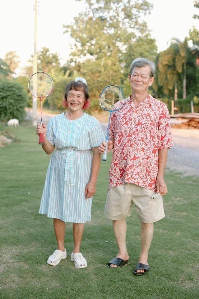 Cặp đôi U70 gây 'sốt' vì gu thời trang đôi cực ngầu như giới trẻ ảnh 3