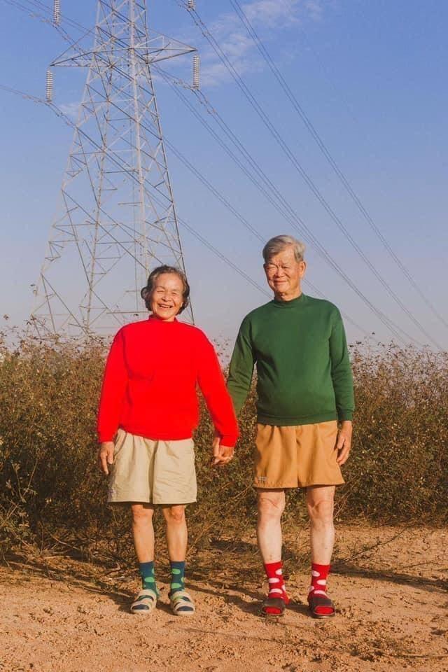 Cặp đôi U70 gây 'sốt' vì gu thời trang đôi cực ngầu như giới trẻ ảnh 4