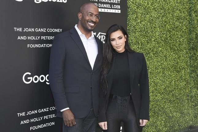 Thực hư Kim Kardashian có tình mới, giành quyền nuôi con với Kanye West ảnh 2