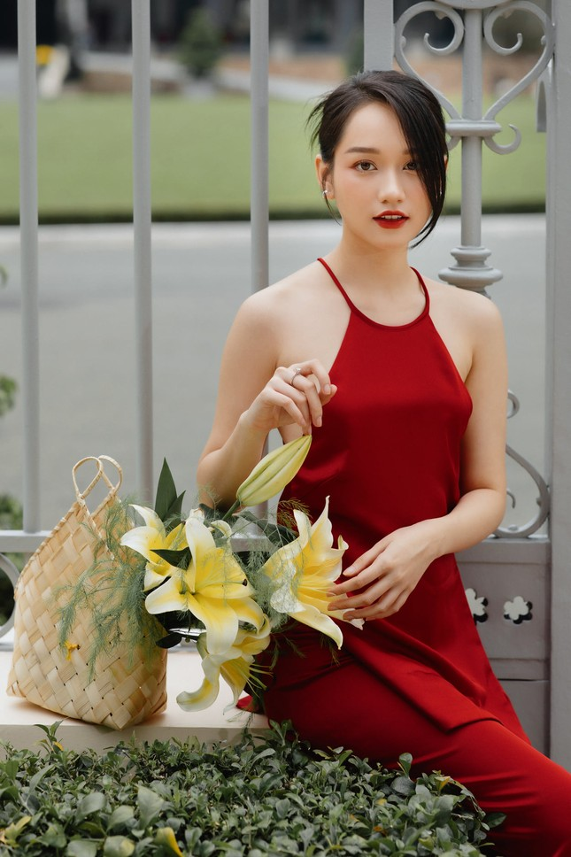 Hiền Thục trẻ trung như gái đôi mươi, Khánh Linh gây sốt với mái tóc 'Tiểu Yến Tử' ảnh 6