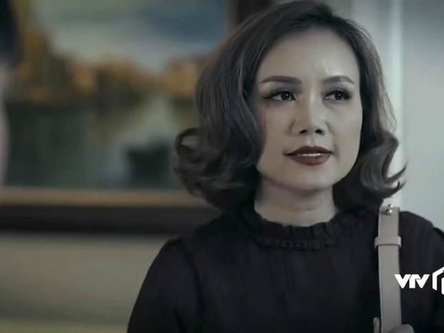 Hoàng Yến tung ảnh giường chiếu mùi mẫn với Việt Anh trong 'Hồ sơ cá sấu' ảnh 5
