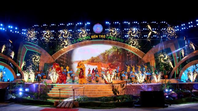 Hàng chục ngàn người đổ về Bến Tre tham quan lễ hội dừa ảnh 1