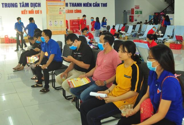 Hưởng ứng Chủ nhật Đỏ hiến máu cứu người tại Cần Thơ ảnh 9