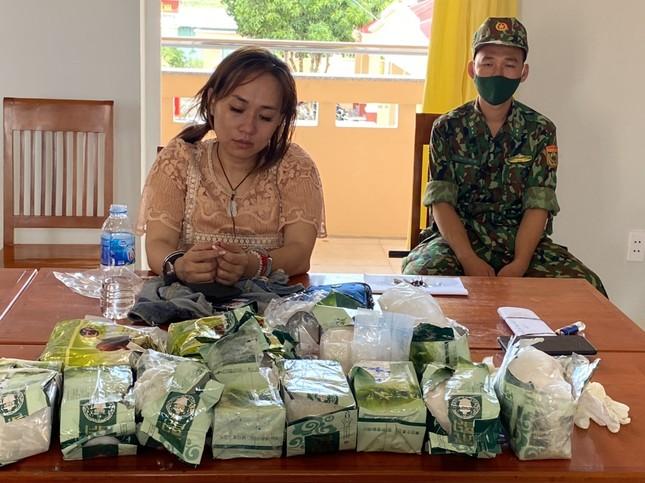 Mang hơn 30kg ma túy đi thuyền từ Campuchia về Việt Nam thì bị bắt ảnh 3