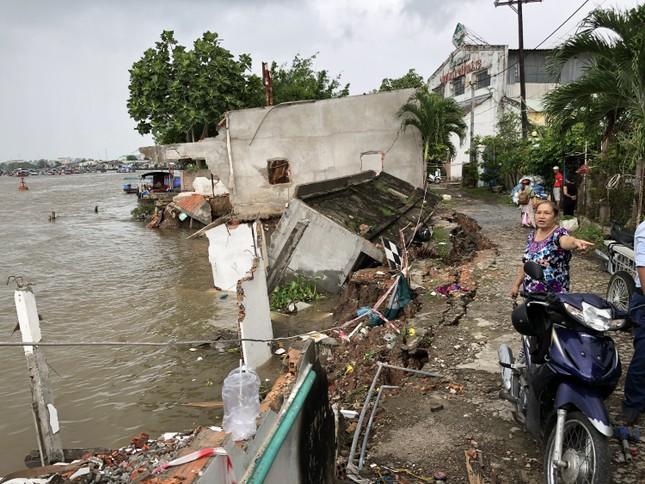 Sông Cần Thơ không ngừng sạt lở, dân bỏ nhà tìm chỗ ở đậu ảnh 2