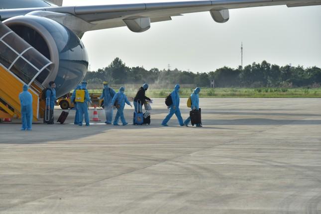 Đón và cách ly hơn 300 công dân về từ Malaysia ảnh 1