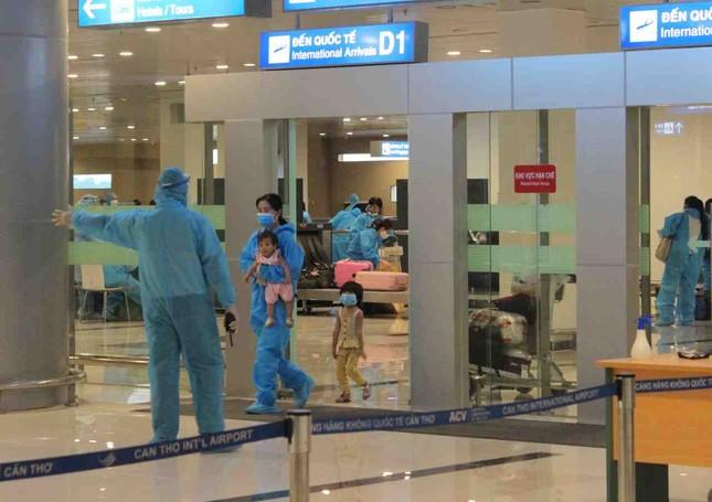 Đón và cách ly hơn 300 công dân về từ Malaysia ảnh 3