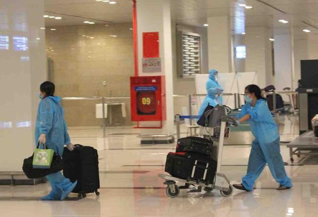 Đón và cách ly hơn 300 công dân về từ Malaysia ảnh 4