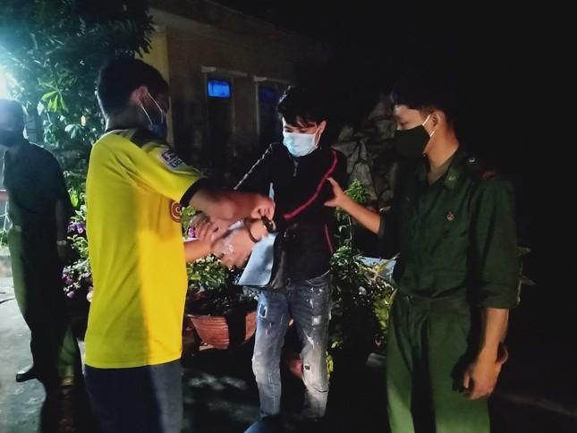 Lợi dụng đêm tối, hàng chục đối tượng nhập cảnh trái phép về Việt Nam ảnh 1