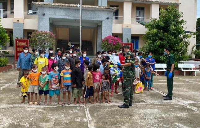 Ngăn chặn 7 hộ gia đình nhập cảnh trái phép vào Việt Nam bằng đường thủy ảnh 1