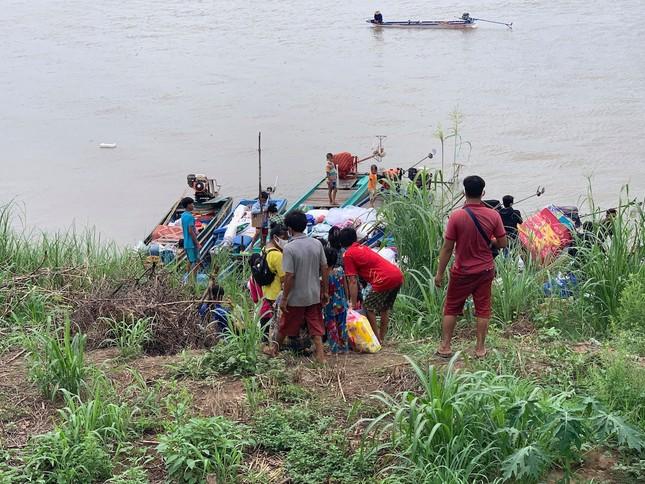 Ngăn chặn 7 hộ gia đình nhập cảnh trái phép vào Việt Nam bằng đường thủy ảnh 2