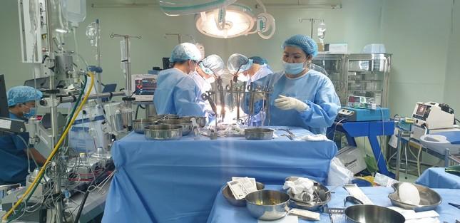 Dùng kĩ thuật đỉnh cao trong phẫu thuật tim mạch cứu nam bệnh nhân ảnh 1
