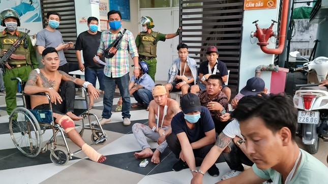 Truy bắt nhóm thanh niên sử dụng súng, mã tấu hỗn chiến trên QL91 ảnh 2