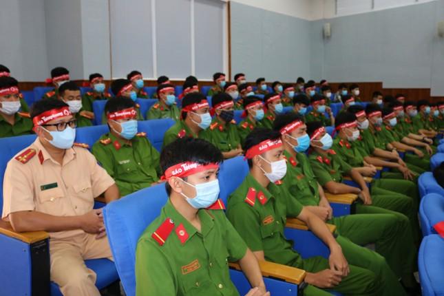 Hơn 100 cán bộ, chiến sĩ Công an tỉnh An Giang tham gia Chủ nhật Đỏ ảnh 6
