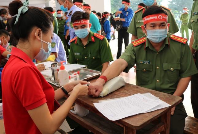 Hơn 100 cán bộ, chiến sĩ Công an tỉnh An Giang tham gia Chủ nhật Đỏ ảnh 7