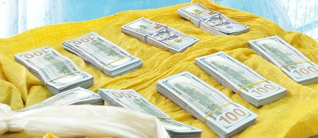 Bắt đối tượng vận chuyển hơn 86.000 USD qua Campuchia ảnh 3