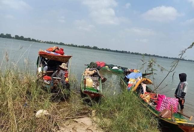 Ngăn chặn 35 người từ Campuchia vượt sông nhập cảnh trái phép ảnh 1