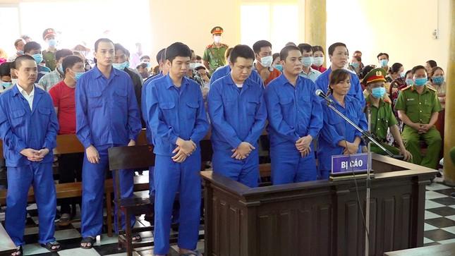 Tổ chức lắc tài xỉu, 36 bị cáo chia nhau 71 năm tù ảnh 1