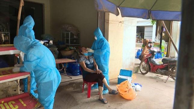 Bắc Giang lập đội phản ứng nhanh, Bắc Ninh trưng dụng trường học để chống dịch ảnh 1