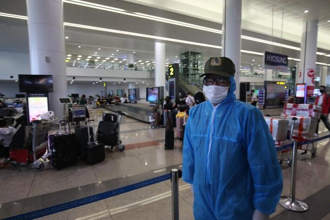 Đón đồng bào hồi hương ở sân bay Nội Bài ảnh 4
