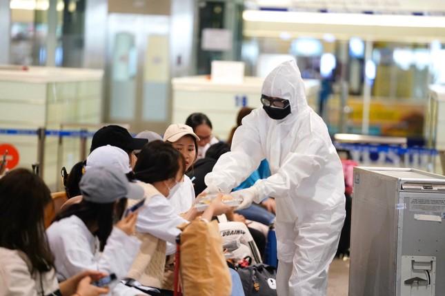 Đón đồng bào hồi hương ở sân bay Nội Bài ảnh 3