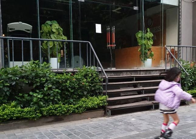 Cận cảnh phòng gym, hàng tóc 'cửa đóng' sau lệnh cấm của Chủ tịch Hà Nội ảnh 4