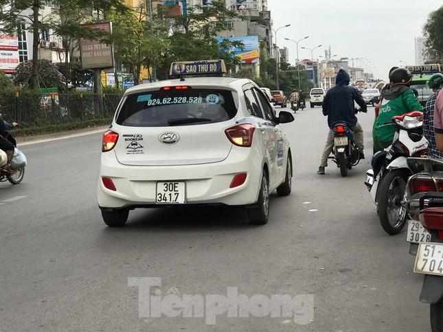 Taxi 'biến hóa' biển số tại Hà Nội do Bắc Ninh quản lý ảnh 1