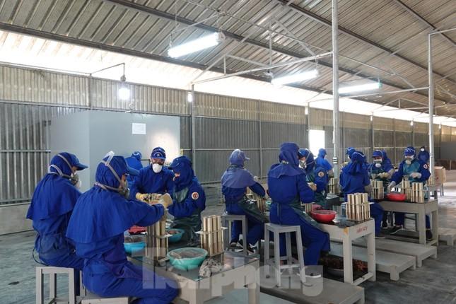 Khám phá nhà máy sản xuất pháo hoa duy nhất được cấp phép tại Việt Nam ảnh 4