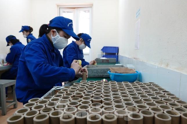 Khám phá nhà máy sản xuất pháo hoa duy nhất được cấp phép tại Việt Nam ảnh 8