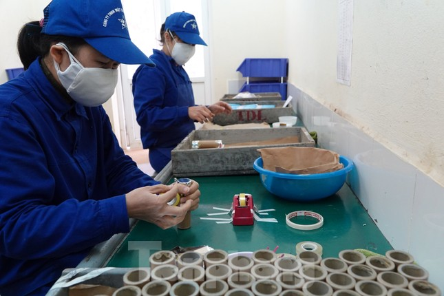 Khám phá nhà máy sản xuất pháo hoa duy nhất được cấp phép tại Việt Nam ảnh 9