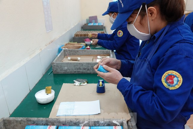 Khám phá nhà máy sản xuất pháo hoa duy nhất được cấp phép tại Việt Nam ảnh 10