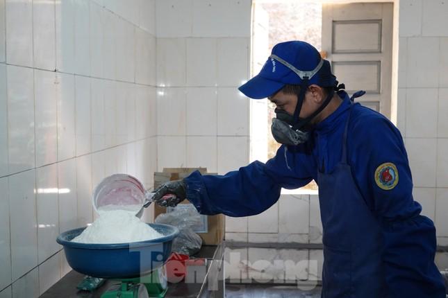 Khám phá nhà máy sản xuất pháo hoa duy nhất được cấp phép tại Việt Nam ảnh 3