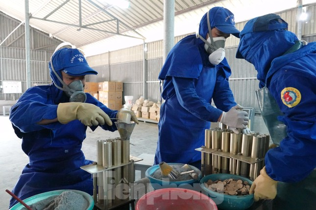 Khám phá nhà máy sản xuất pháo hoa duy nhất được cấp phép tại Việt Nam ảnh 5