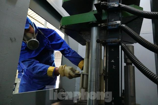 Khám phá nhà máy sản xuất pháo hoa duy nhất được cấp phép tại Việt Nam ảnh 7