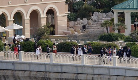 Drogba đeo đầy vàng trong đám cưới ảnh 5