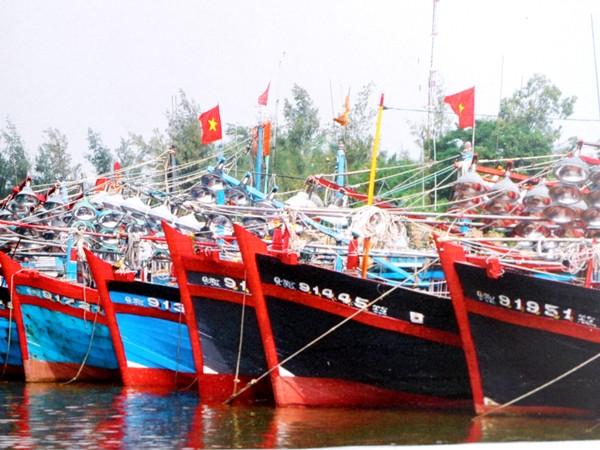 Tàu cá nằm bờ vì thiếu vốn. Ảnh: Nguyễn Huy