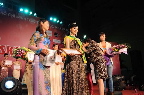 Á khôi 2 là Nguyễn Huyền Trang