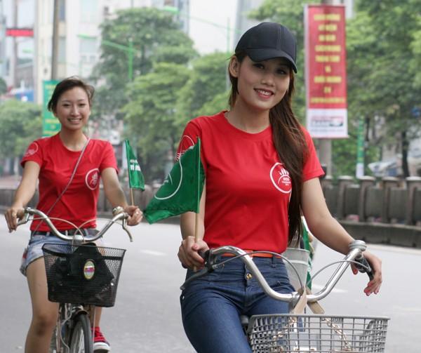 Ngắm nữ sinh Imiss Thăng Long đạp xe vì môi trường ảnh 10