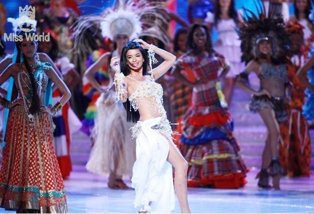 Các thí sinh trong trang phục dân tộc khai mạc Miss World 2010 ảnh 10