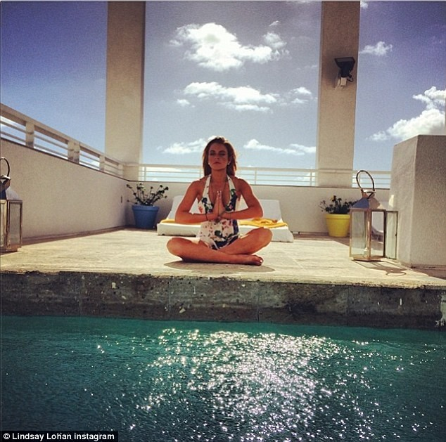 Lindsay Lohan khoe dáng 'nuột' với áo tắm gợi cảm ảnh 5