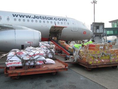 Jetstar Pacific chuyển miễn phí 40 tấn hàng cứu trợ đến miền Trung ảnh 1