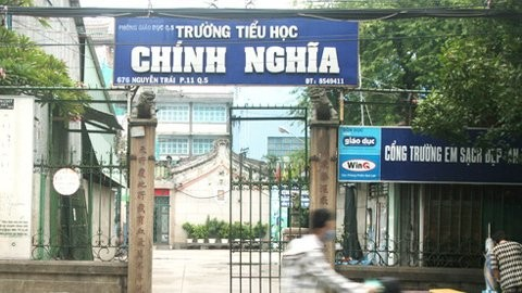 Cổng trường Chính Nghĩa - nơi xảy ra vụ lừa đảo